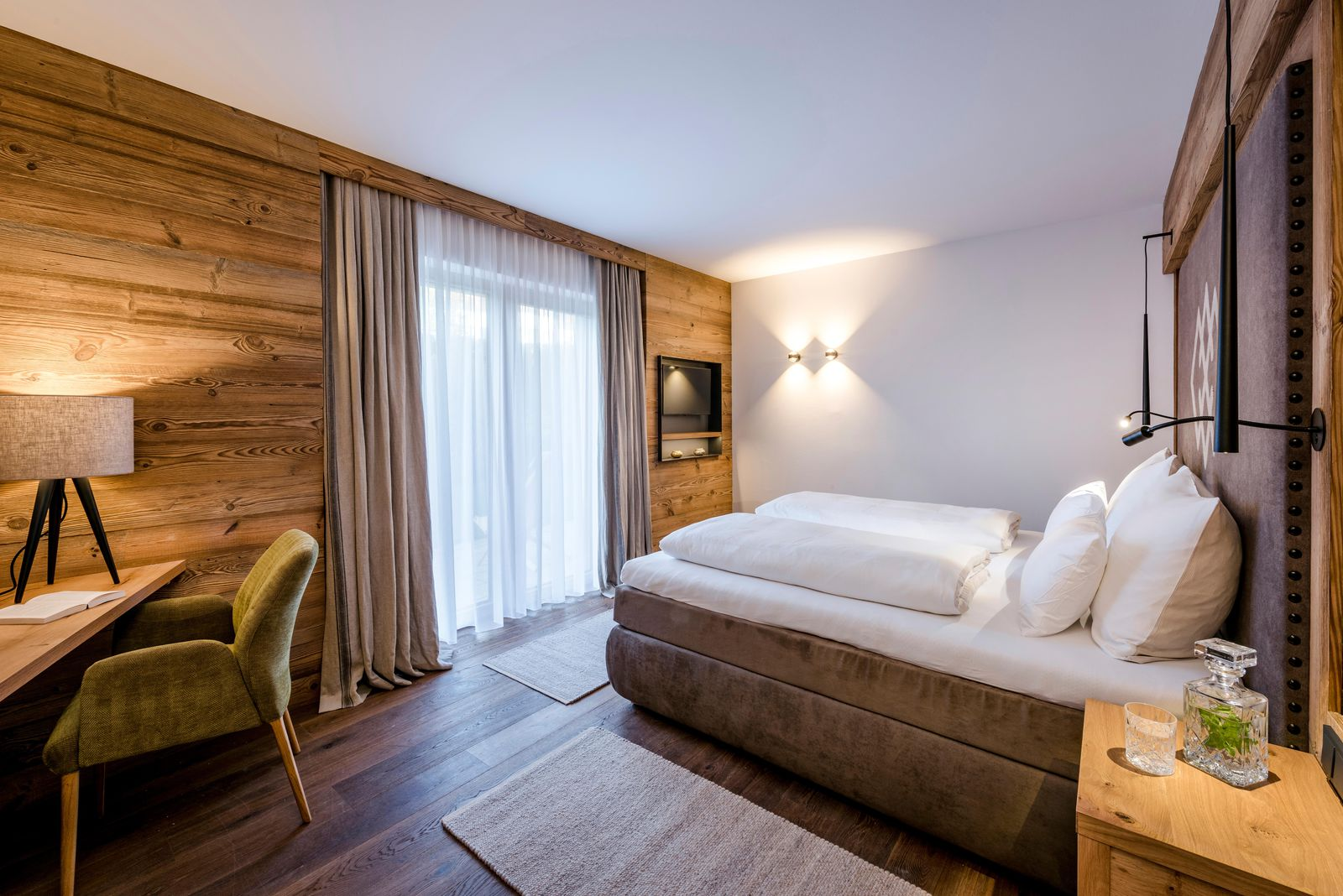 hotel kaiser kaiserlodge tirol in scheffau lichtr ume 2f hotellicht. Black Bedroom Furniture Sets. Home Design Ideas